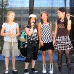 Julayka: Unsere jüngste Mädchenband bei ihrer pfiffigen Bühnenansage